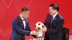 Trọng Hoàng trong đêm Gala trao giải QBV Việt Nam 2019