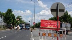 Công dân khai báo y tế và test nhanh khi đến chỗ cửa ngõ theo kế hoạch TP Đà Nẵng