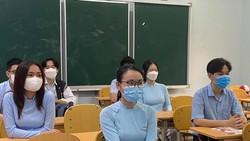 Học sinh Trường THPT chuyên Lê Quý Đôn tuân thủ quy định 5K