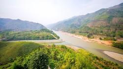 Nơi con sông Hồng chảy vào đất Việt