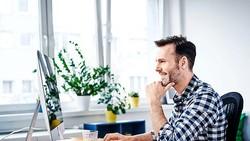 Chủ động thời gian và địa điểm làm việc mang lại hiệu quả cao Ảnh: ECONOMICS TIMES