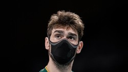 Nam VĐV Lucas đeo khẩu trang khi thi đấu tại Olympic Tokyo 2020. Ảnh: AP