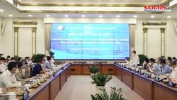 Các chuyên gia hiến kế phục hồi kinh tế TPHCM