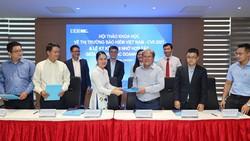 Khoa Tài chính UEH ký kết ghi nhớ hợp tác với 5 doanh nghiệp bảo hiểm