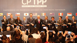 Vào 8-3-2018, các bộ trưởng thương mại từ 11 quốc gia đã tập trung tại Santiago, Chile để ký thoả thuận CPTPP. Ảnh: Reuters
