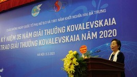 Associate professor Nguyen Thi Doan, former Vice President, chairwoman of the Kovalevskaia Award Committee, speaks at the award-giving ceremony (Photo: SGGP)
