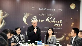 Dr. Mai Liem Truc was delivering his speech in Sao Khue Awards 2021 launching ceremony. (Photo: SGGP)