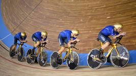 Những chiếc xe sơn vàng giúp tuyển Ý đăng quang Pursuit đồng đội nam tại giải thế giới