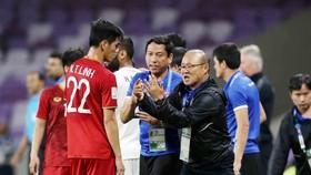 HLV Park Hang-seo luôn ưu tiên tạo điều kiện cho các cầu thủ trẻ phát triển. Ảnh: DŨNG PHƯƠNG