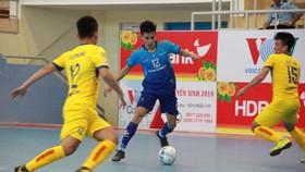 Sahako FC (áo xanh) giữ vững ngôi đầu bảng sau 4 trận toàn thắng. Ảnh: Anh Trần