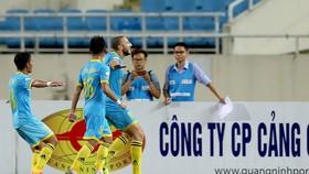 Khánh Hòa đã có chiến thắng kịp lúc trước Quảng Nam. Ảnh: MINH HOÀNG