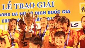 Đội nữ TPHCM I giành ngôi hậu ở mùa bóng 2019. Ảnh: Anh Trần