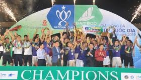 CLB Hà Nội torng niềm vui vô địch. Ảnh: Nguyễn Nhân