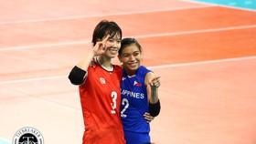 Chủ công Trần Thị Thanh Thúy và Alyssa Valdez - những người từng cùng chơi bóng ở Đài Loan hôm qua đã tái ngộ ở trận ra quân tại SEA Games 30.