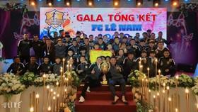Lê Nam FC khép lại năm 2019 với chức vô địch giải phủi lớn nhất Quảng Bình.