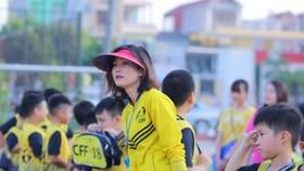 Quả bóng vàng 2008 Đỗ Thị Ngọc Châm hứng thú với Trung tâm bóng đá cộng đồng CFF của mình.