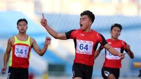 Ngần Ngọc Nghĩa (CAND) phá kỷ lục quốc gia ở cự ly 100m nam. Ảnh: MINH HOÀNG