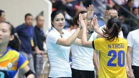 Kim Huệ có trận ra mắt trên cương vị HLV trưởng đội NHCT.