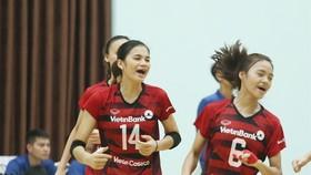 Vi Thị Như Quỳnh (trái) sẽ chính thức khoác áo Than Quảng Ninh sau khi hoàn tất thủ tục chuyển nhượng với CLB NHCT.