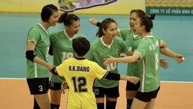Các cô gái VTV Bình Điền Long An đã giành vé vào chơi trận chung kết Cúp Hùng Vương 2021. Ảnh: DŨNG PHƯƠNG