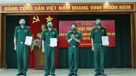 HLV Phạm Minh Dũng (thứ 2 từ trái qua) chính thức nhận nhiệm vụ dẫn dắt đội nữ Bộ Tư lệnh Thông tin. Ảnh: CLB
