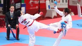 Các võ sĩ karate Việt Nam (phải) mất cơ hội tranh tài ở vòng loại Olympic Tokyo 2020.