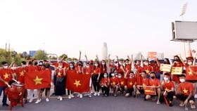 Rất động cổ động viên đã đến sân Zabeel để cổ vũ cho Đội tuyển Việt Nam chơi trận cuối cùng tại bảng G gặp UAE. Ảnh: KHƯƠNG DUY