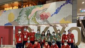 Đoàn thể thao Việt Nam chờ làm thủ tục tại sân bay ở Nhật Bản. Ảnh: T.S