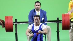 Lực sĩ Lê Văn Công đang là nhà vô địch Paralympic.