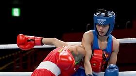 Nguyễn Thị Tâm (phải) thi đấu tại Olympic Tokyo 2020.