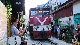 Hà Nội huy động nhiều quận huyện dẹp cà phê đường tàu, dứt điểm trước ngày 12-10