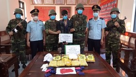 Bắt giữ đối tượng vận chuyển 5kg ma túy đá, 30.000 viên ma túy tổng hợp