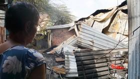 Nhiều nhà dân và hơn 10 phòng trọ ở quận 9 bị lửa thiêu rụi