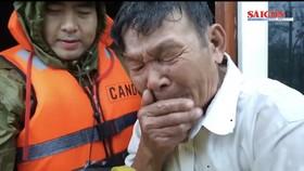 Hàng chục ngàn nhà cửa, trâu bò, heo gà bị lũ nhấn chìm, cuốn trôi, người dân bật khóc