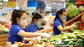 Nghịch lý khi khách hàng dồn về siêu thị mua sắm, thì doanh nghiệp lại cho biết phải chịu lãi âm.
