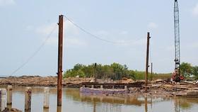 Cà Mau: Ngư dân lo lắng cầu bắc qua cửa biển Sào Lưới thấp