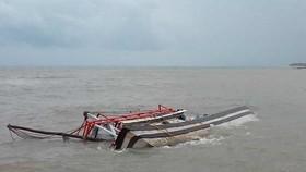 Cứu vớt thành công 6 ngư phủ bị chìm tàu trên biển