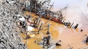 Tự ý lấy đất lòng sông để san lấp mặt bằng, Bí thư Đảng ủy xã bị kỷ luật