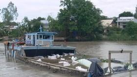 Cà Mau: Lật phà khi chở xe cuốc sang sông Gành Hào, một người tử vong