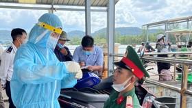 Lấy mẫu xét nghiệm SARS-CoV-2 ngẫu nhiên trong cộng đồng tại Phú Quốc