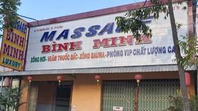 Bất chấp quy định phòng dịch, 2 cơ sở massage vẫn hoạt động và nhân viên bán dâm cho khách