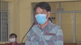 Đối tượng Phạm Văn Sơn tại tòa. ẢNH: MỸ PHA