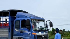 UBND tỉnh Cà Mau cho biết lái xe phải được kiểm tra y tế chặt chẽ trước khi vào tỉnh. ẢNH: N.T.