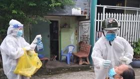 Từ 0 giờ ngày 12-10, người dân Cà Mau được ra đường, quán ăn, tiệm cắt tóc hoạt động trở lại