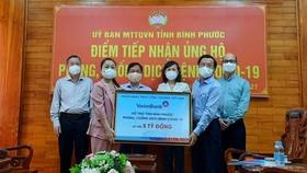 VietinBank trao 5 tỷ đồng hỗ trợ tỉnh Bình Phước phòng, chống dịch Covid-19
