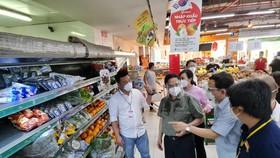 Thủ tướng Phạm Minh Chính thăm siêu thị VinMart Lê Văn Việt, TPHCM
