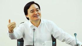 Bộ trưởng Bộ GD-ĐT Phùng Xuân Nhạ khẳng định áp dụng cơ chế hợp đồng với giáo viên khó đến mấy cũng phải làm.