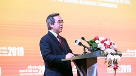Đồng chí Nguyễn Văn Bình phát biểu khai mạc hội thảo về biến đổi khí hậu