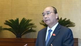 Thủ tướng Nguyễn Xuân Phúc trình bày báo cáo trước Quốc hội. Ảnh: VGP