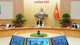 Thủ tướng Nguyễn Xuân Phúc chủ trì cuộc họp Thường trực Chính phủ chiều 30-3. Ảnh: VIẾT CHUNG